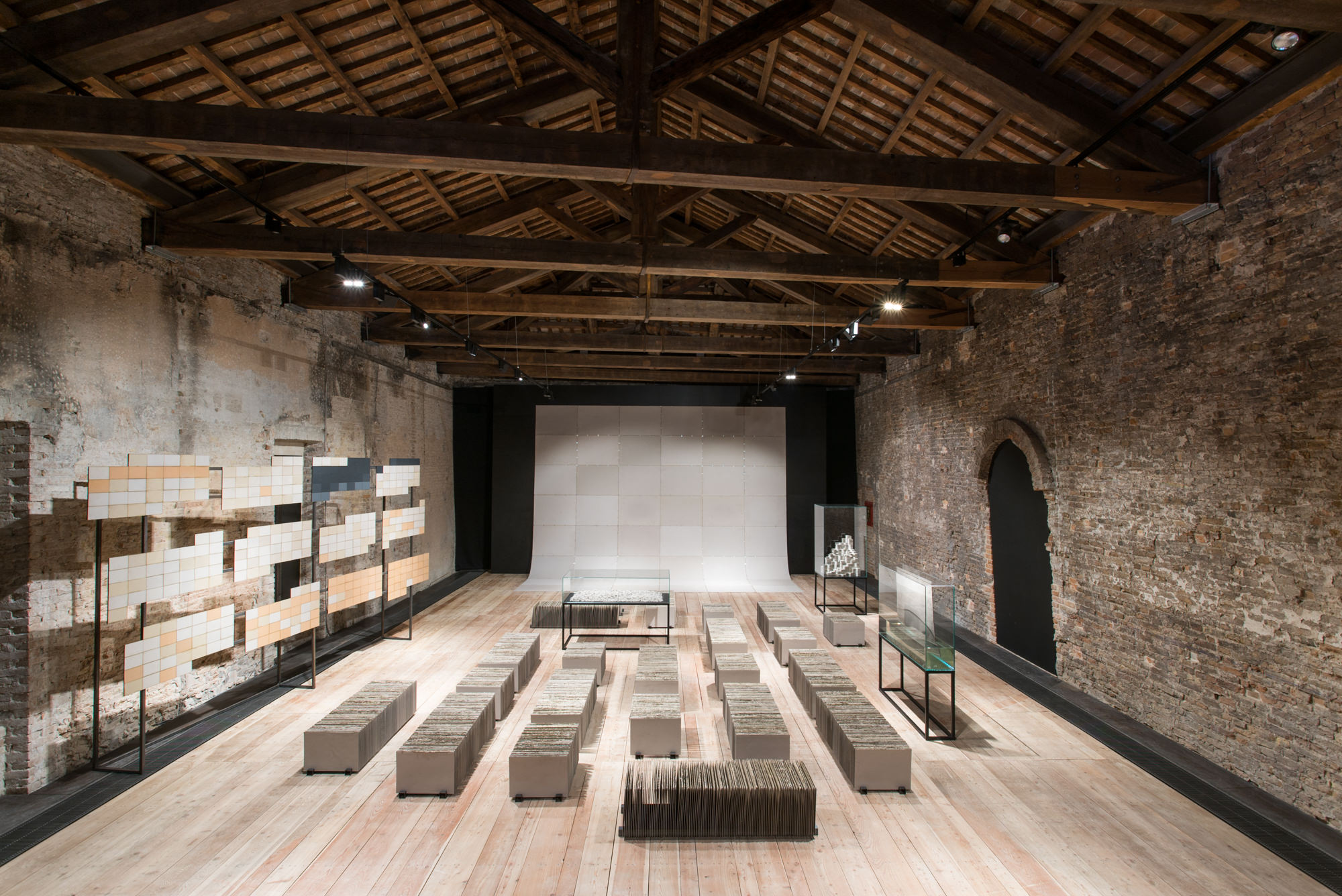 Installation view: Misplaced Ruins, Pavilion of Peru, 56th Biennale di Venezia, 2015 |  | ProjecteSD