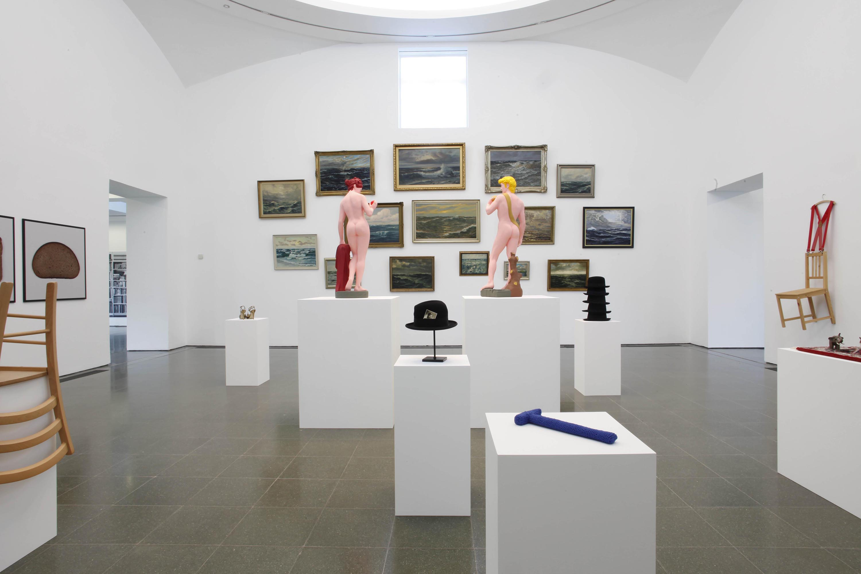 Installation view: Hans-Peter Feldmann, Serpentine Gallery, London, 2012 |  | ProjecteSD
