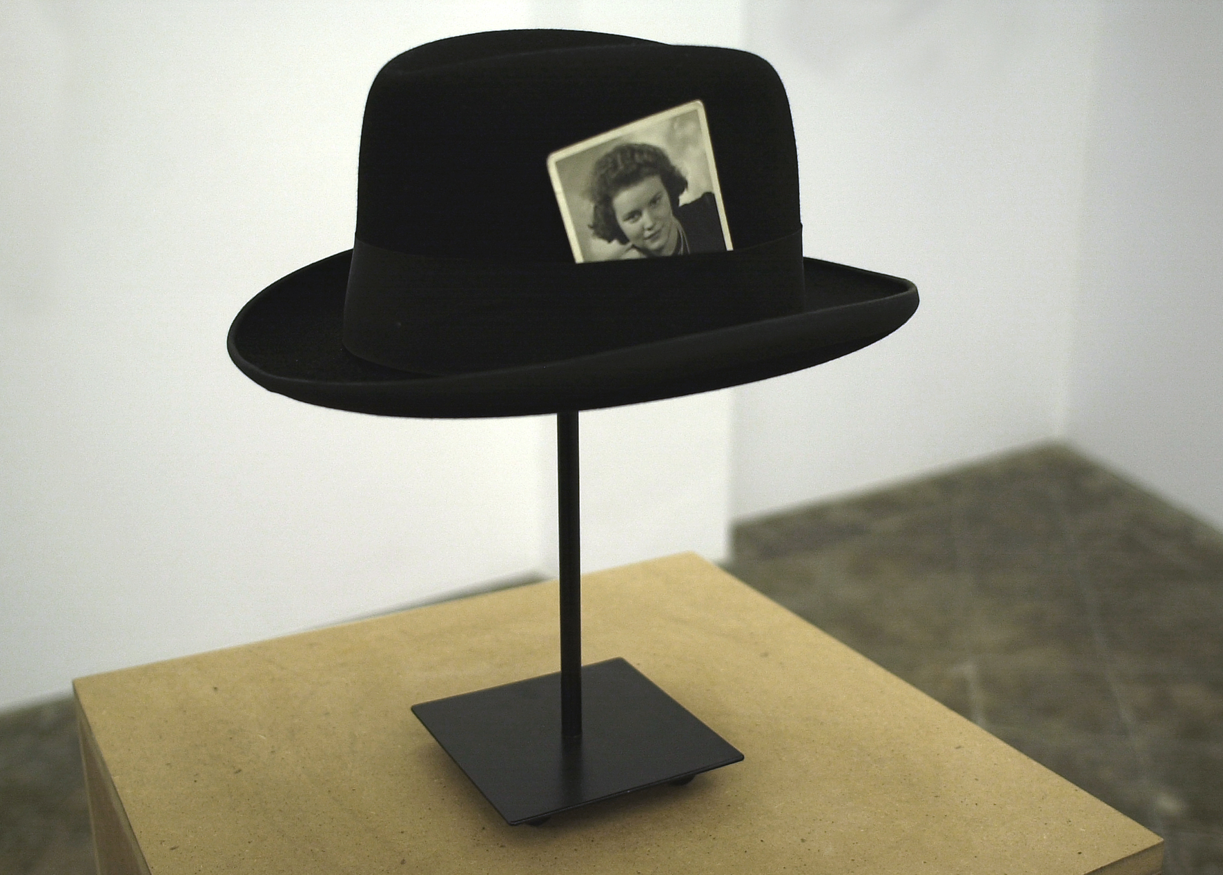 Hat with Photograph, 2007 |  | ProjecteSD