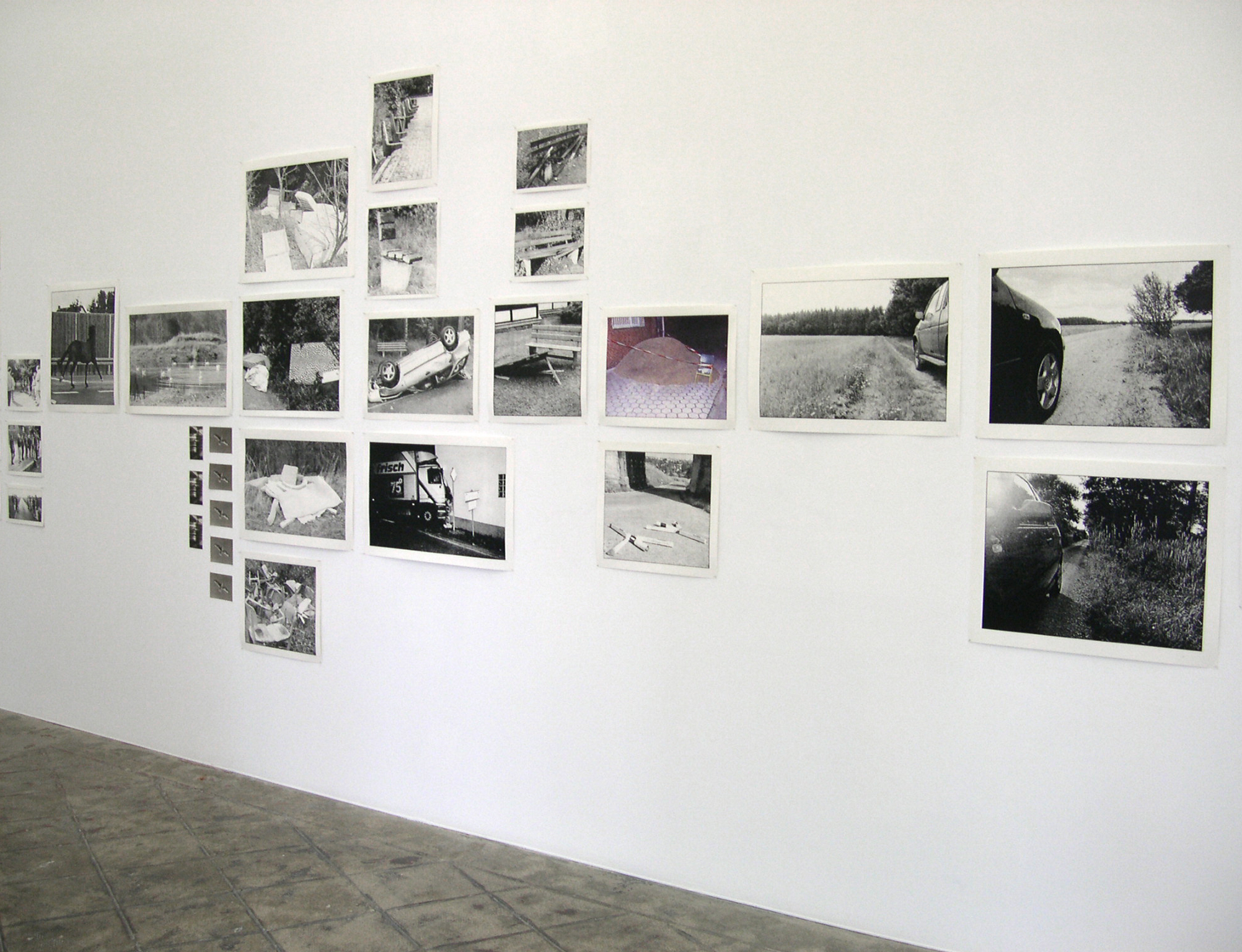 Installation view: Cars and Houses, ProjecteSD, 2004 |  | ProjecteSD