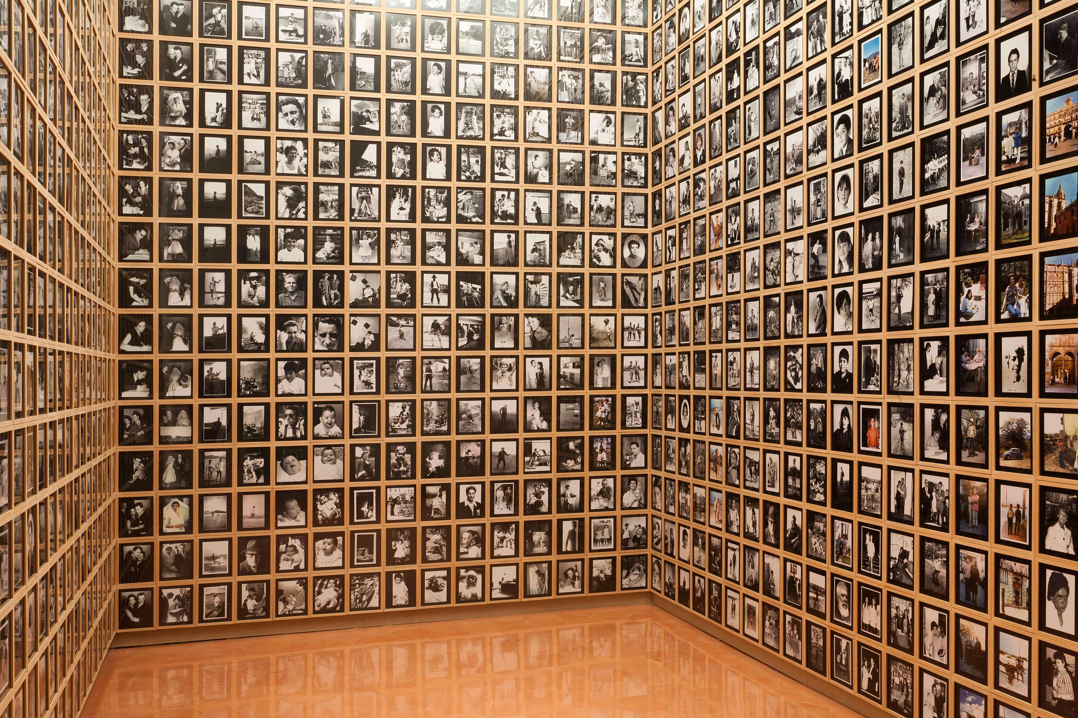 Todas las fotografías verticales del archivo JR Plaza, 2004 |  | ProjecteSD