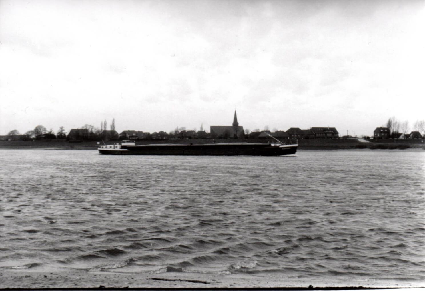 HANS-PETER FELDMANN. Time Series – Ship on the Rhine, 1970's (Detail)   Accrochage #3: Footnote nº 10   ProjecteSD