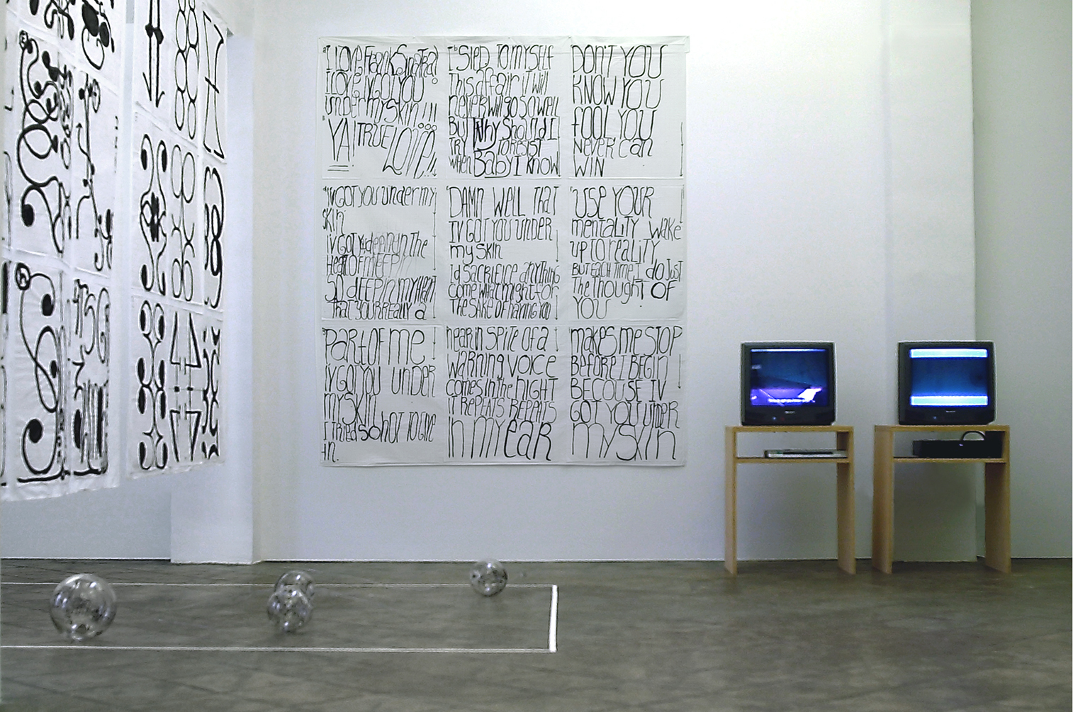Installation view: Breaking up is hard to do, ProjecteSD, 2006 |  | ProjecteSD
