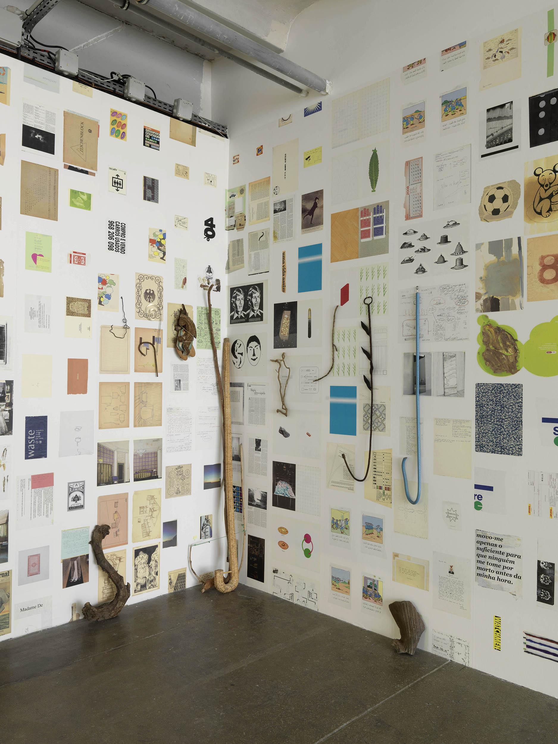 Installation view:Ana Jotta: Ti Re Li Re, Centre d'art contemporain d'Ivry – Le Crédac, 2016 |  | ProjecteSD