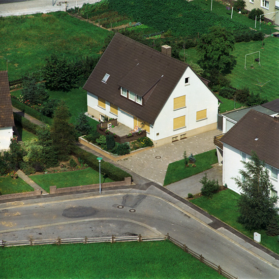Schlafende Häuser 2 (Sleeping Houses 2). Archiv Peter Piller, 2000 – 2004 (Detail) |  | ProjecteSD