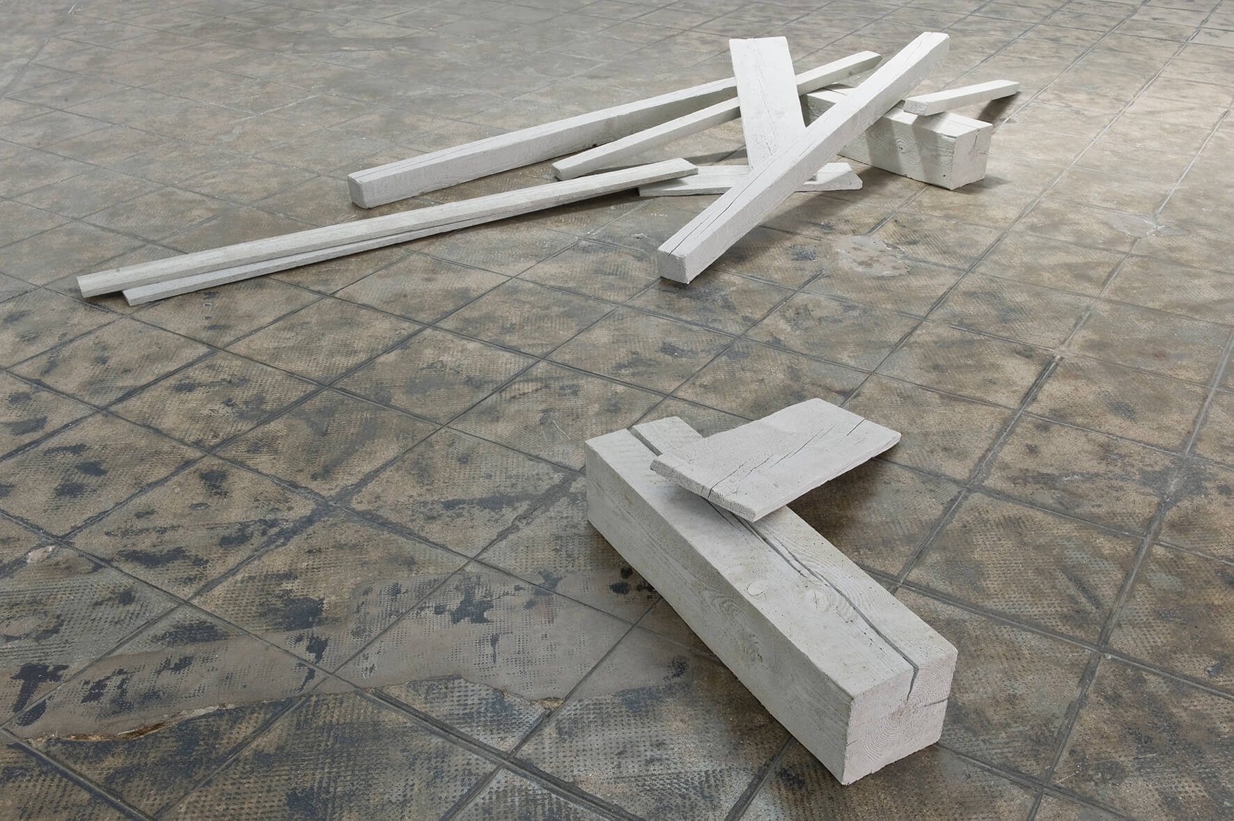 Not to be titled (graues Holz), 2012 | 10, 25, 80 | ProjecteSD