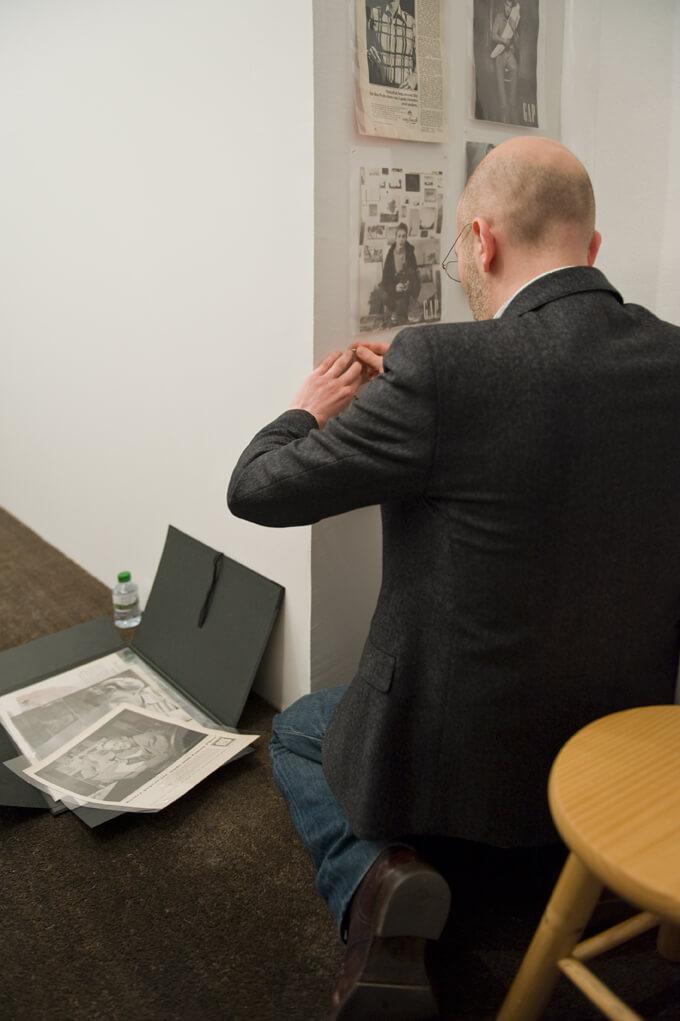 Perfomance view: Pierre Leguillon:The Umbrella Corner. Chapter 2, ProjecteSD, Barcelona, 2012. | The Umbrella Corner. Chapters 1, 2 and 3 | ProjecteSD